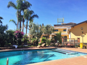 Villa with pool in Acicatena